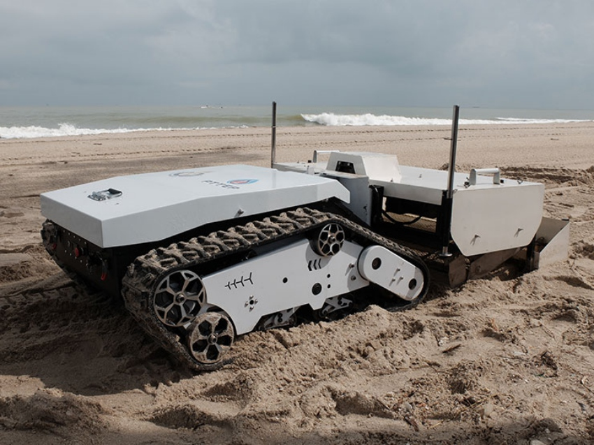 Thailand Beach Cleaning Robot - YellRobot