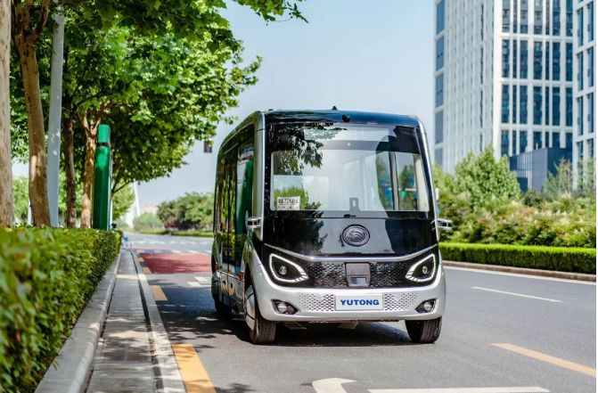 5G Self-Driving Buses Longzi Lake - YellRobot