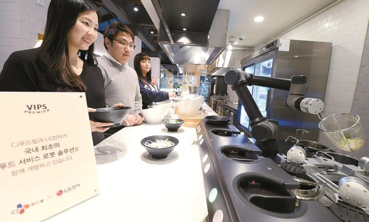 Robots Cooking Noodles South Korea Cloi Chefbot - YellRobot