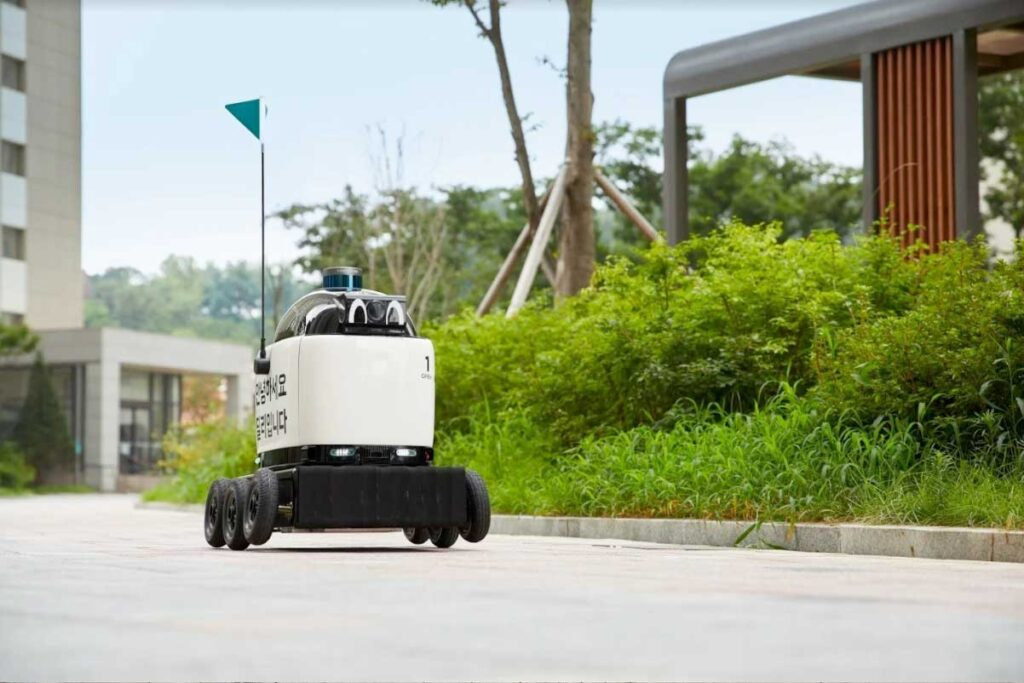 Dilly Delivery Robot Baemin Korea - YellRobot